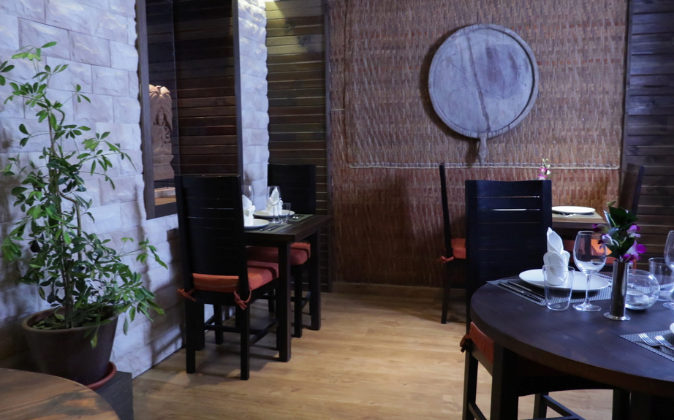 Som Thai ha sido decorado con elementos traídos directamente de...