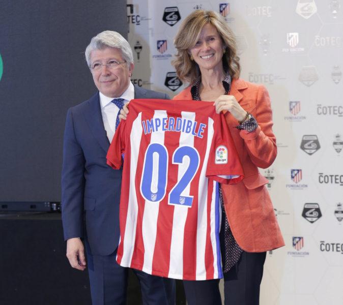 La presidenta de Cotec, Cristina Garmendia, y el presidente del...
