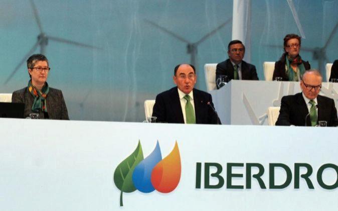 Ignacio Sánchez Galán (centro), presidente de Iberdrola, durante la...