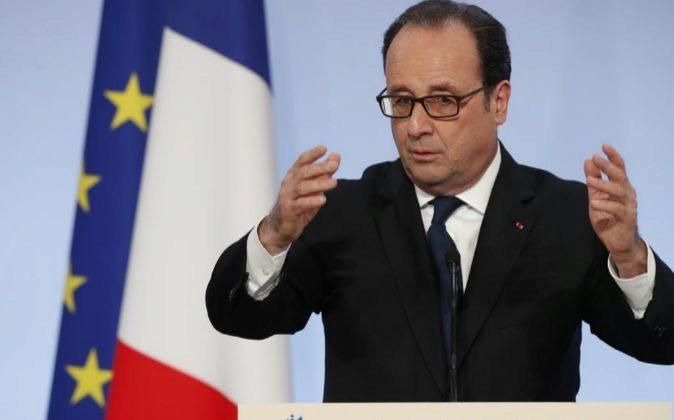 El presidente de Francia, François Hollande, ofrece un discurso en el...
