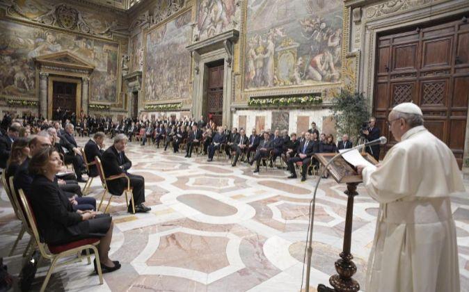 Fotografía facilitada por el Osservatore Romano que muestra al Papa...