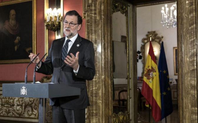 El presidente del Gobierno español, Mariano Rajoy, en la Embajada de...