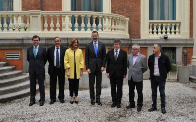 De izquierda a derecha, el presidente de Cepyme, Antonio Garamendi; el...