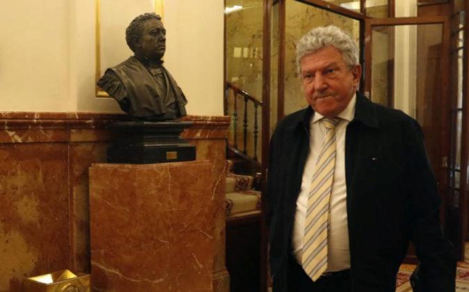 El diputado de Nueva Canarias Pedro Quevedo, ayer al llegar al pleno...