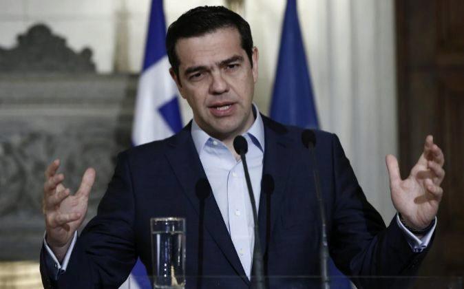 El primer ministro de Grecia, Alexis Tsipras, ofrece una rueda de...
