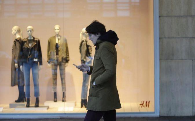 Fotos gente hablando por el movil. Foto: P. Moreno.