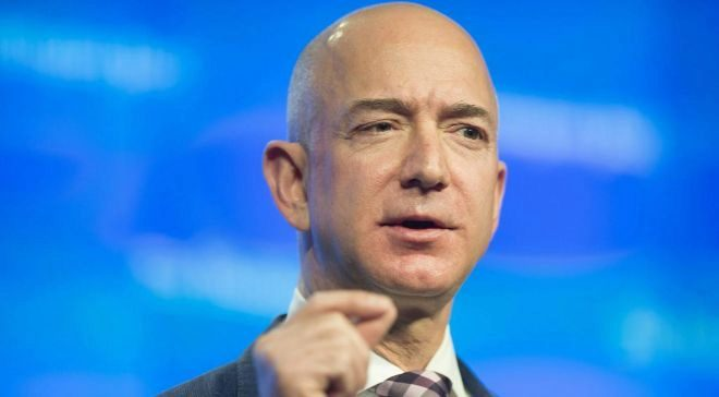 Jeff Bezos, fundador y CEO de Amazon, y propietario del...