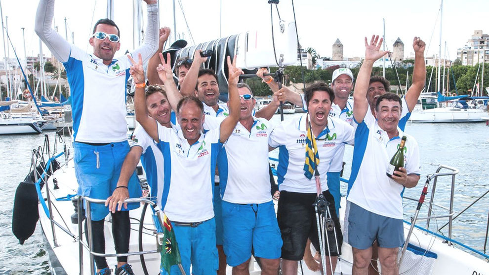 La tripulación del Movistar celebra su victoria en la 35ª Copa del...