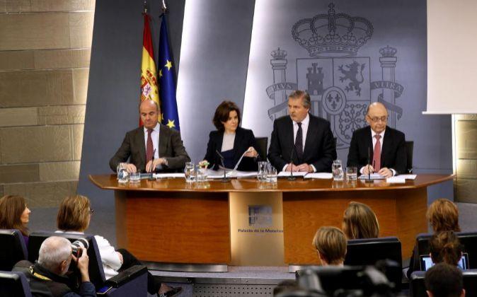 El ministro de Economía, Luís de Guindos, la vicepresidenta del...