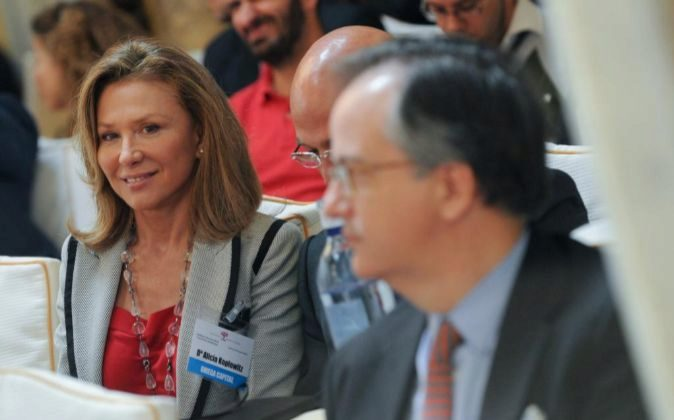 Alicia Koplowitz (i), dueña de Omega Capital.