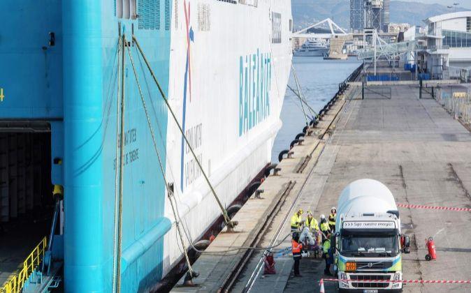 El buque Abel Matutes atracado en el puerto de Barcelona, durante una...