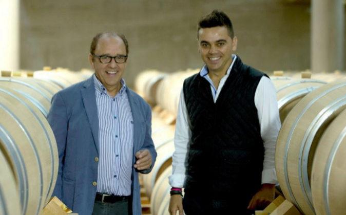 José María Ruiz Benito, junto a su hijo Pedro Ruiz Aragoneses,...