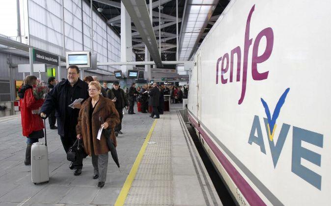 Foto de archivo del Ave Madrid-Valencia en la Estación Joaquín...