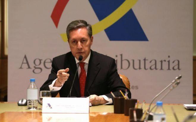 El director general de la Agencia Tributaria, Santiago Menéndez,...