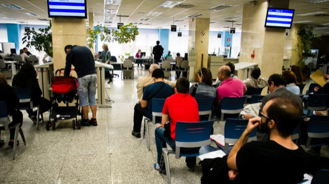Campaña de la declaración de la Renta 2015 en la sede de la Agencia...