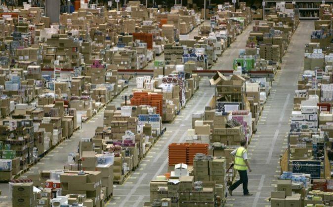 Centro logístico de Amazon en Reino Unido.