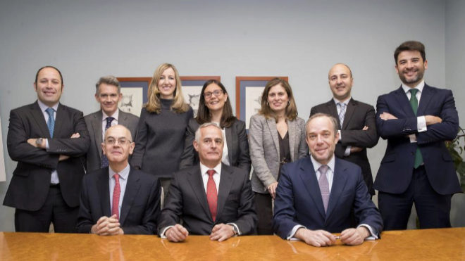 El equipo de Gómez-Acebo en el despacho De Andrés y Artiñano. De...