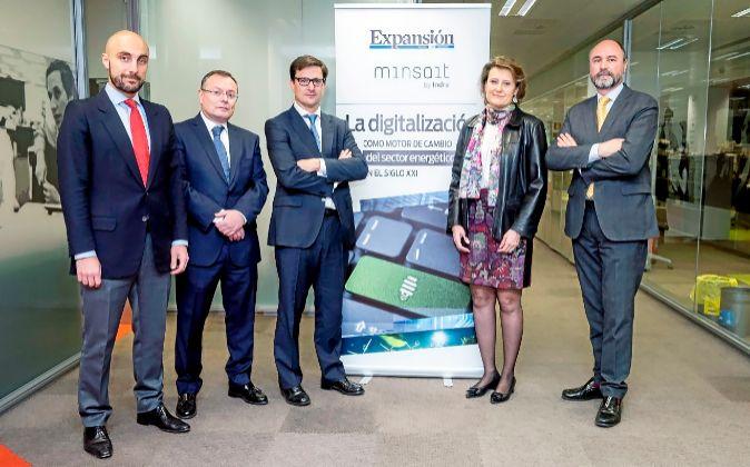 De izquierda a derecha, Luis Abril, director global de Energía,...