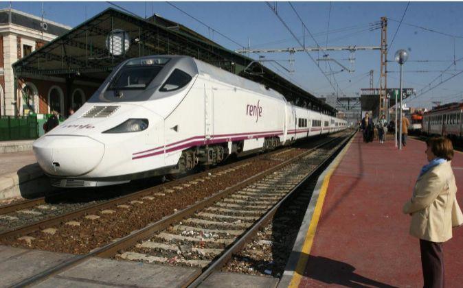 Foto de recurso de un tren de Renfe.