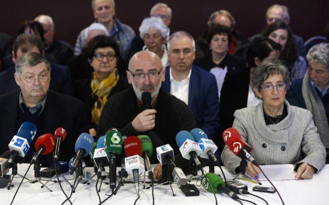 Michele Berhocohirigoin (c), Maite Irazoki (d) y Franz Valli (i),...