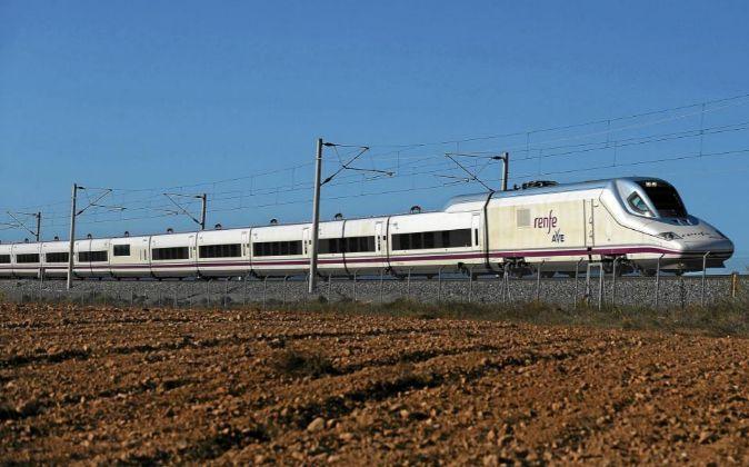 Tren AVE de Renfe entre Madrid y Sevilla.
