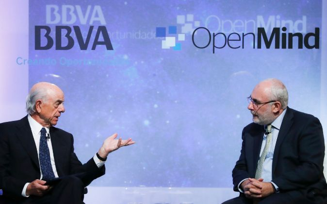 Francisco González (izquierda), presidente de BBVA, y Dave Birch,...