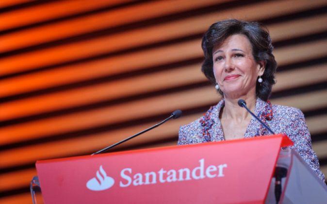 La presidenta de Santander, Ana Botín, en la junta de accionistas de...