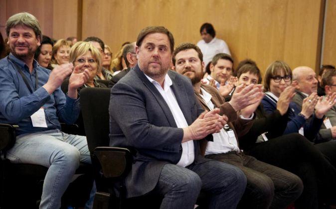El presidente de ERC, Oriol Junqueras (c).