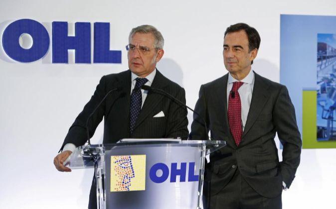 Juan Villar-Mir de Fuentes (derecha), presidente de OHL, y Tomás...