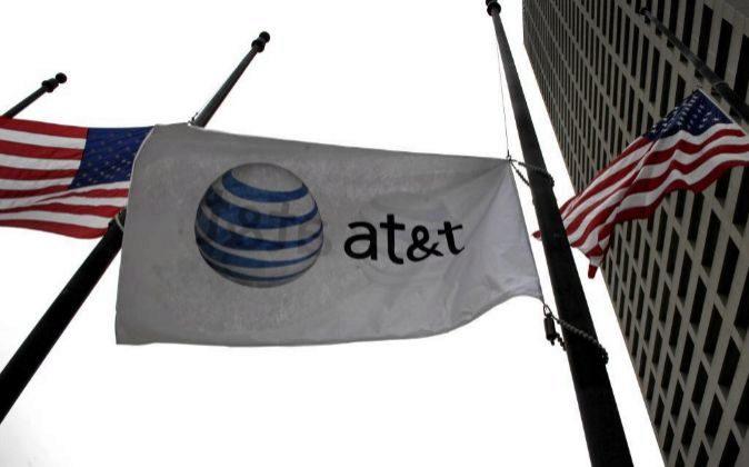 Bandera con el logo de AT&T.
