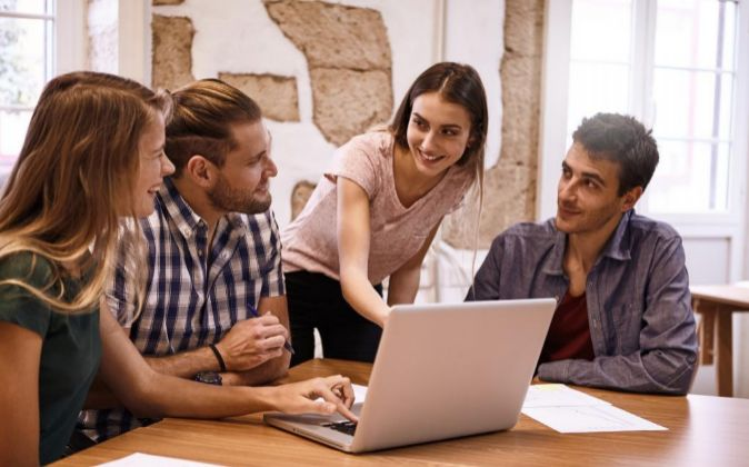 Reunión de trabajo de jóvenes.