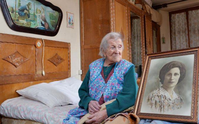 Foto de archivo del 13 de mayo de 2016. Emma Morano, con 116 años,...