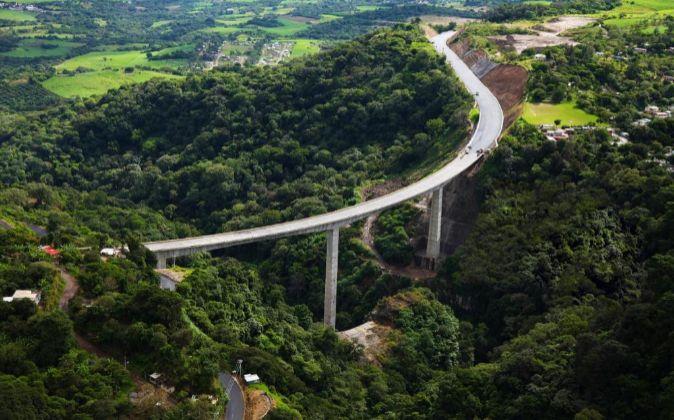 Viaducto perteneciente a una autopista construida por Isolux Corsán...