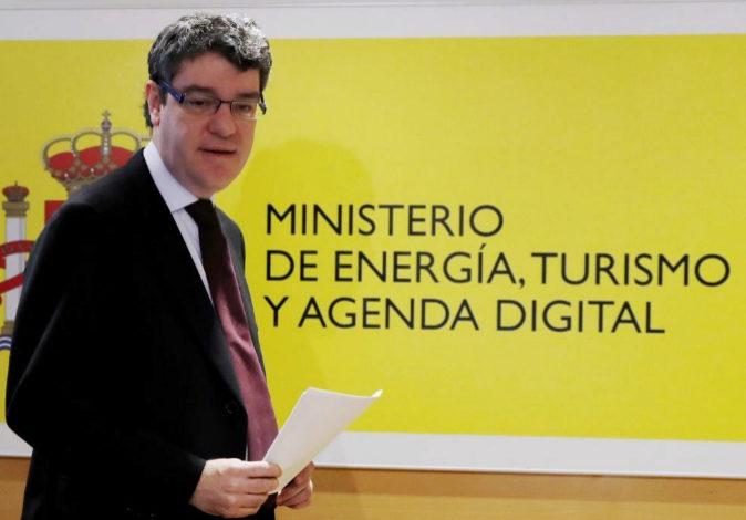 El ministro de Energía, Turismo y Agenda Digital, Álvaro Nadal, en...