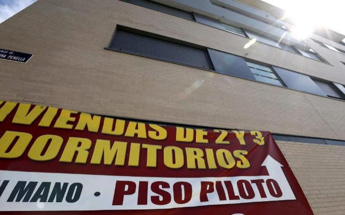 Cartel de venta de viviendas en un edificio de Valdebebas, Madrid.