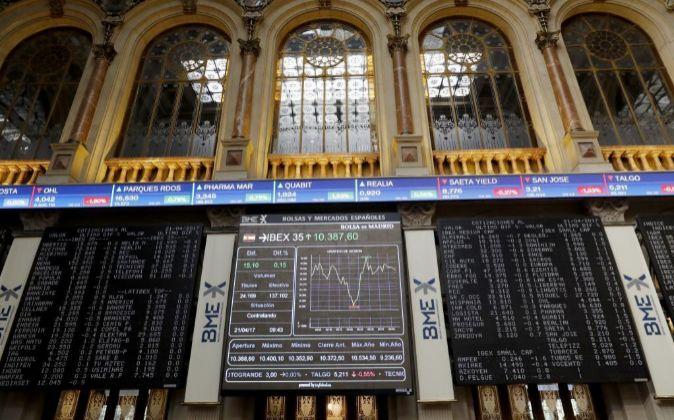 Vista del panel de la Bolsa de Madrid que refleja la evolución del...