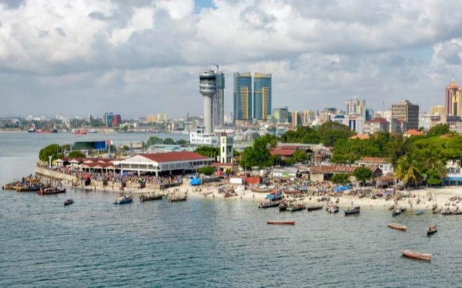 La ciudad costera Dar es Salaam, un enclave central para el comercio...