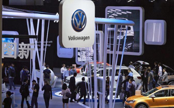 Puesto de Volkswagen en la decimoséptima Feria del Automóvil de...