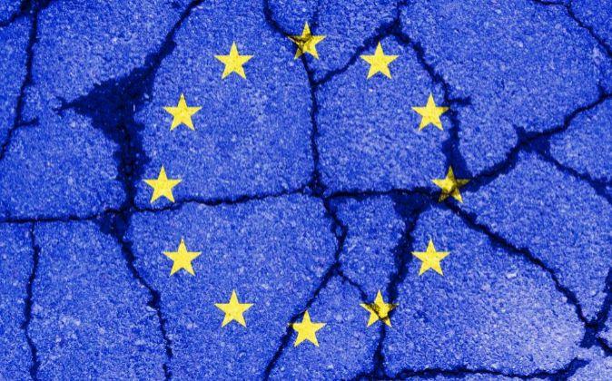 Bandera de Europa resquebrajada
