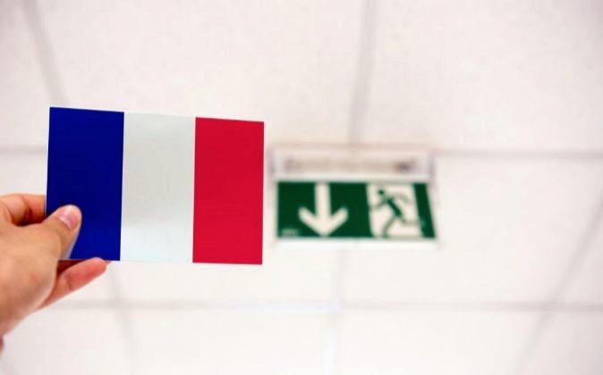 Bandera francesa y señal de salida, Frexit.