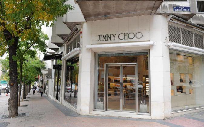 Tienda de Jimmy Choo en la milla de oro de Madrid, calle Ortega y...