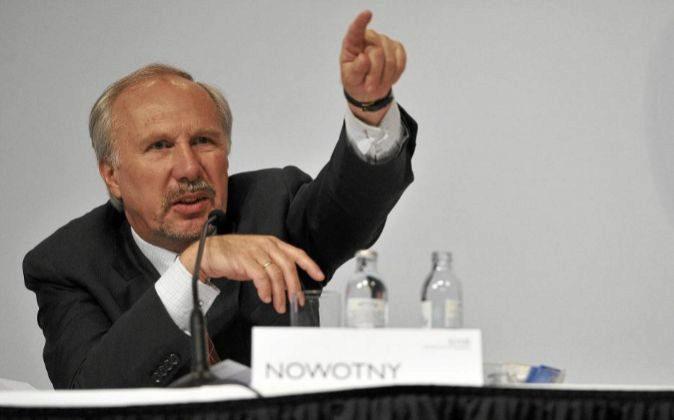 Ewald Nowotny, gobernador del Banco Central de Austria y miembro del...