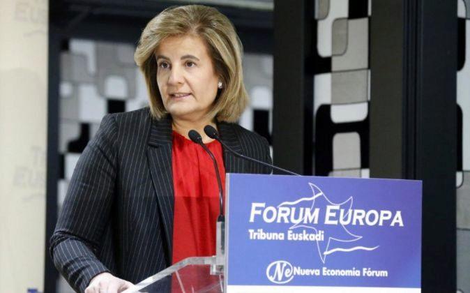 La ministra de Empleo y Seguridad Social, Fátima Báñez durante su...