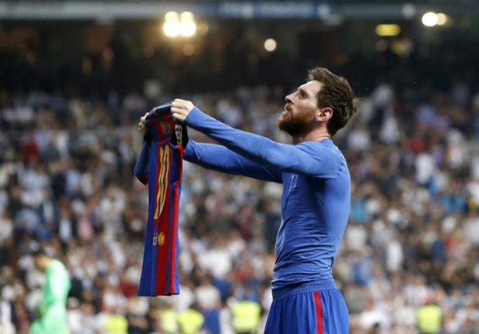 El delantero argentino del FC Barcelona, Leo Messi, celebra el gol de...