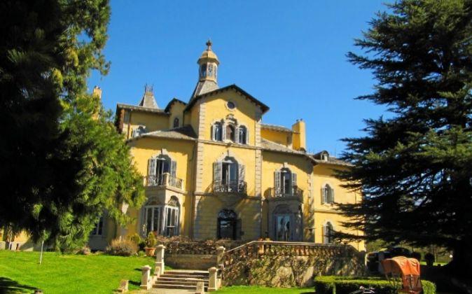 El Relais & Châteaux Torre del Remei se ubica en un edificio...