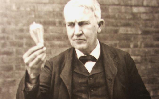 """Edison no inventó la bombilla a la primera, """"No fallé 1.000..."""