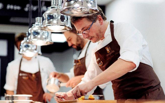 El chef de Mugaritz, Andoni Luis Aduriz, ha recibido el premio del...