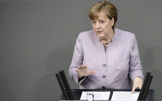 La canciller alemana, Angela Merkel, hace una declaración ante el...