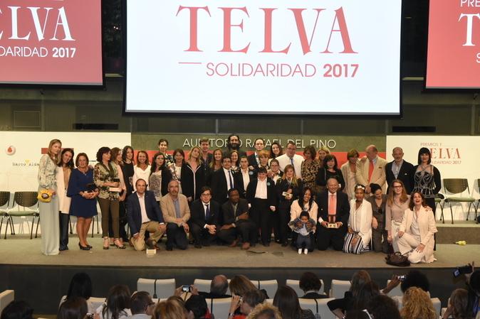 Foto de familia de los ganadores de los Premios T de Solidaridad,...