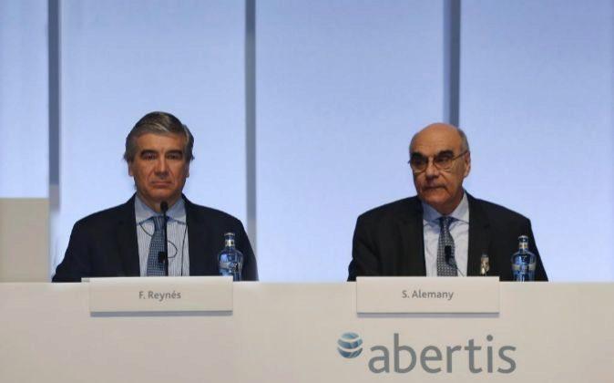 Francisco Raynes (i), CEO de Abertis, y Salvador Alemany, presidente...